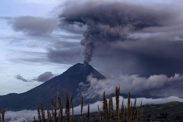 Der Vulkan Tungurahua sieht man in diesen Tagen von weit her