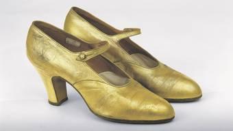 Die Ausstellung «Mode und Musik der Zwanziger Jahre» zeigt anhand von Basler Kleidern, Instrumenten, Ton- und Filmmaterial auf, wie die Mode und die Musik in den 20er-Jahren verbunden waren und welche Bedeutung sie in Basel hatten.