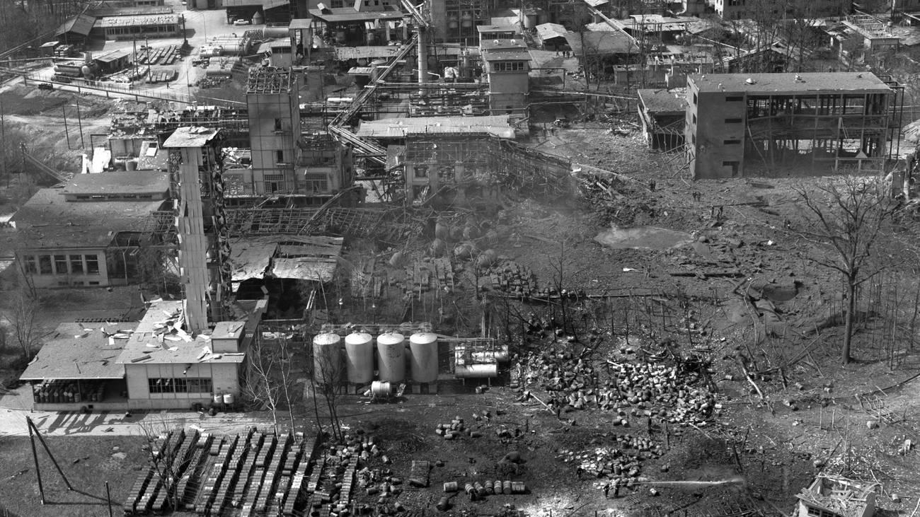 Vor 50 Jahren, am 8. April 1969 kam es in der Sprengstoff-Fabrik in Dottikon zu einer der grössten durch Menschen verursachten Explosion weltweit. (© Keystone)