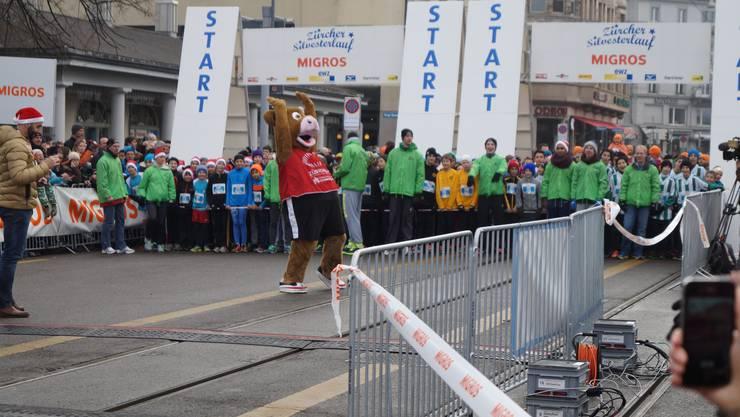 Bereits zum 38. Mal startet der Zürcher Silvesterlauf - in diesem Jahr mit neuer Zielgerade.