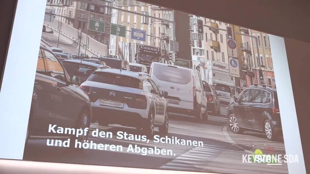 Staus, Schikanen und Abgaben im Strassenverkehr im Visier der SVP