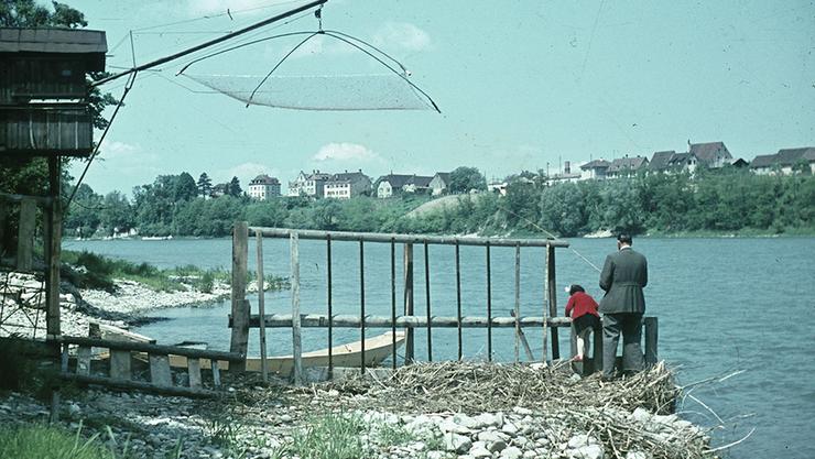 Früher war der Rhein ein Eldorado für Lachsfischer. Liessen sie ihre Netze von den Galgen ins Wasser, waren sie voll mit erschöpften Lachsen.