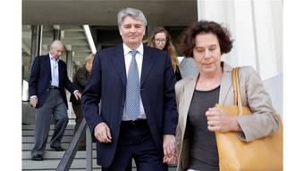 Raoul Weil und seine Frau am Montag vor dem Gericht in Florida, nach dem Freispruch des Ex-UBS-Mitarbeiters.