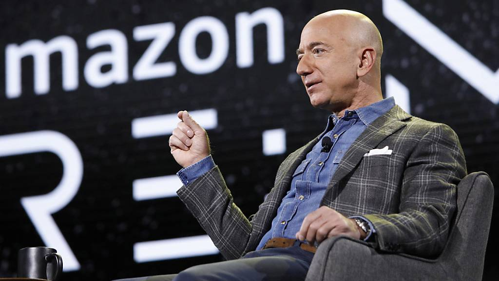 Der Starunternehmer Jeff Bezos hat weitere Amazon-Aktien im Milliardenwert zu Geld gemacht. (Archivbild)