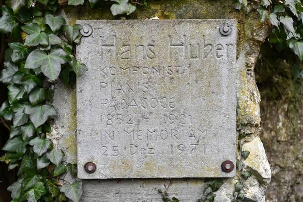 Der Brunnen wurde von der Schönenwerder Bildhauerin Alice Streit geschaffen.