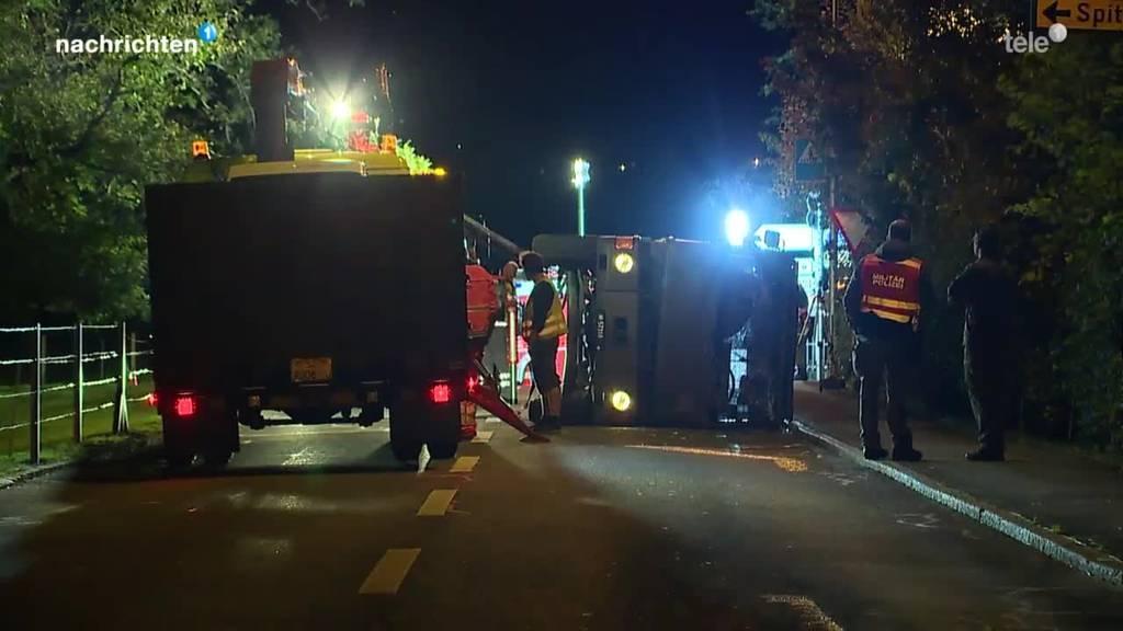 Fünf Verletzte wegen umgekipptem Duro in Schwyz