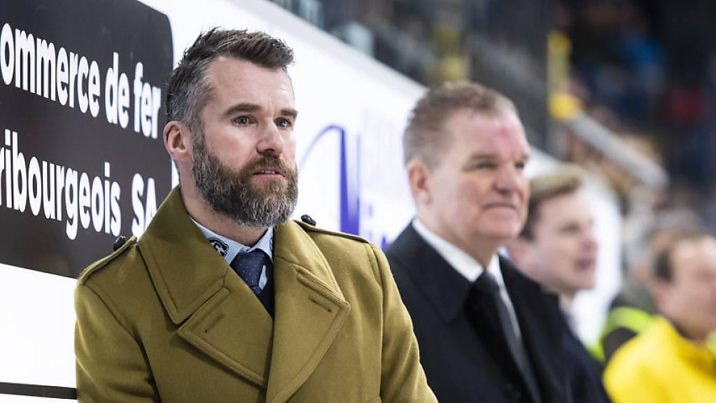 Mit Trainer Christian Dubé (links) und Berater Sean Simpson geht es für Freiburg aufwärts: Acht Siege aus den letzten zehn Runden.