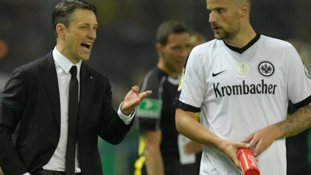 Haris Seferovic (rechts) bestätigt nach dem deutschen Cupfinal mit Eintracht Frankfurt (1:2-Niederlage gegen Borussia Dortmund) seinen Wechsel zu Benfica Lissabon