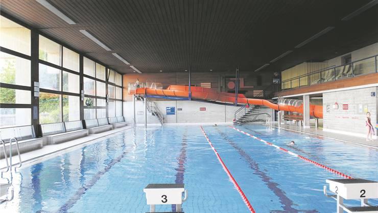 Das Hallenbad Spiegelfeld in Binningen ist hoch defizitär und wäre fast dem Spardruck zum Opfer gefallen. Doch ein Sturm der Entrüstung stimmte den Gemeinderat um.