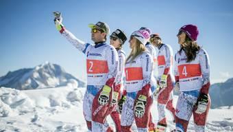 Die Schweizer Skirennfahrer um Beat Feuz, Fabienne Suter, Lara Gut, Carlo Janka und Wendy Holdener (v.l.), hier bei einem Sponsorentermin, wollen an der WM in St. Moritz hoch hinaus.
