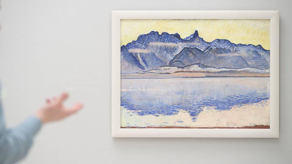 """Das Werk """"Thunersee mit Stockhornkette"""" des Schweizer Malers Ferdinand Hodler. (Archivbild)"""