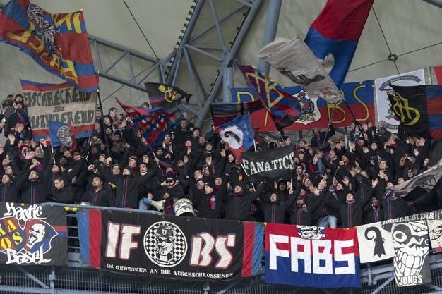 Die zahlreich angereisten Basler Fans bekamen ein gefälliges Spiel zu sehen.