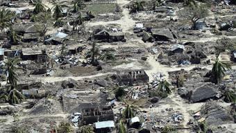 Im März und April hatten die Wirbelstürme Idai und Kenneth weite Teile im Norden und im Zentrum Mosambiks zerstört. Mehr als zwei Millionen Menschen sind von den Folgen der Stürme betroffen.