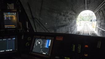Im Führerstand einer Lok mit ETCS-Level-2-Technologie auf der Strecke Brunnen-Erstfeld bei der ersten Fahrt auf der Strecke zwischen Brunnen und Erstfeld am 1. September 2015. (Archiv)