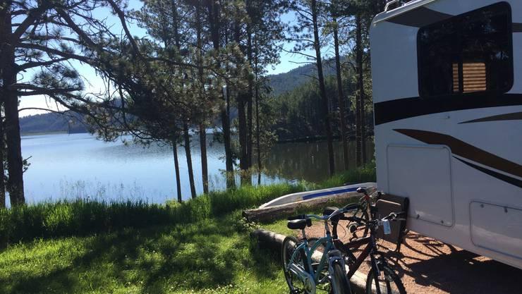 Campingplatz mit Seeanschluss: Der Sheridan Lake im Herzen der Black Hills. Bild: dwe