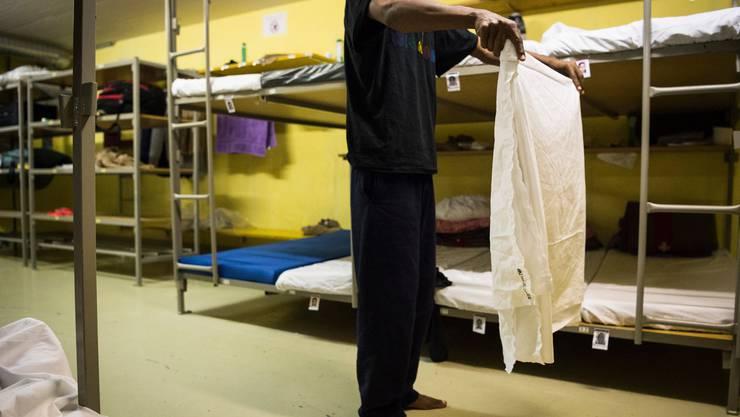 Im Jahr 2015 mussten viele Asylsuchende in Zivilschutzanlagen untergebracht werden. Heute sind selbst die regulären Unterkünfte längst nicht ausgelastet.