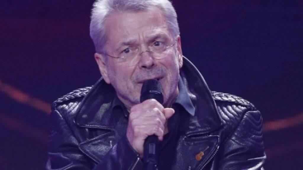 Der heute 74-jährige Sänger Reinhard Mey hat seine Berufswahl nie bereut (Archiv)