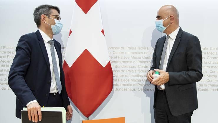 Es brauche weitere Massnahmen, sagen Bundesrat Alain Berset (rechts) und GDK-Präsident Lukas Engelberger.