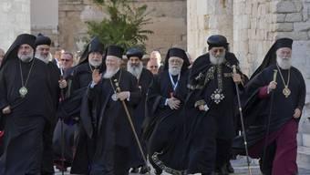 Vertreter orientalischer und orthodoxer Kirchen im Nahen Osten treffen zu einem Treffen mit Papst Franziskus in der Basilica St. Nicolas in Bari ein.