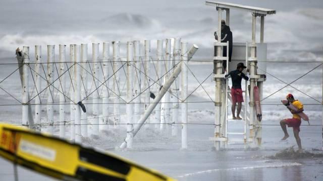Schichtwechsel: Rettungsschwimmer in Fujisawa, südlich von Tokyo