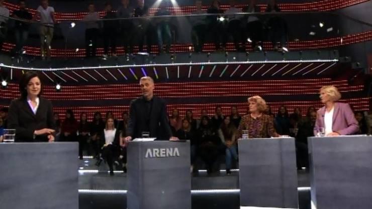 Moderator Sandro Brotz ist in der Frauen-«Arena» der einzige Mann in der Runde. (Screenshot SRF)