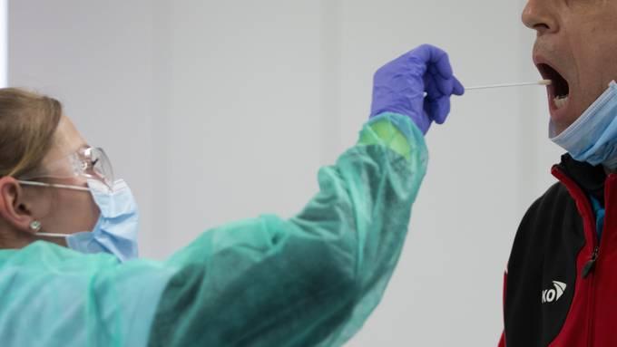 Die Zahl der bestätigten Neuinfizierungen mit dem Coronavirus ist auf Donnerstag wieder angestiegen. (Archivbild)