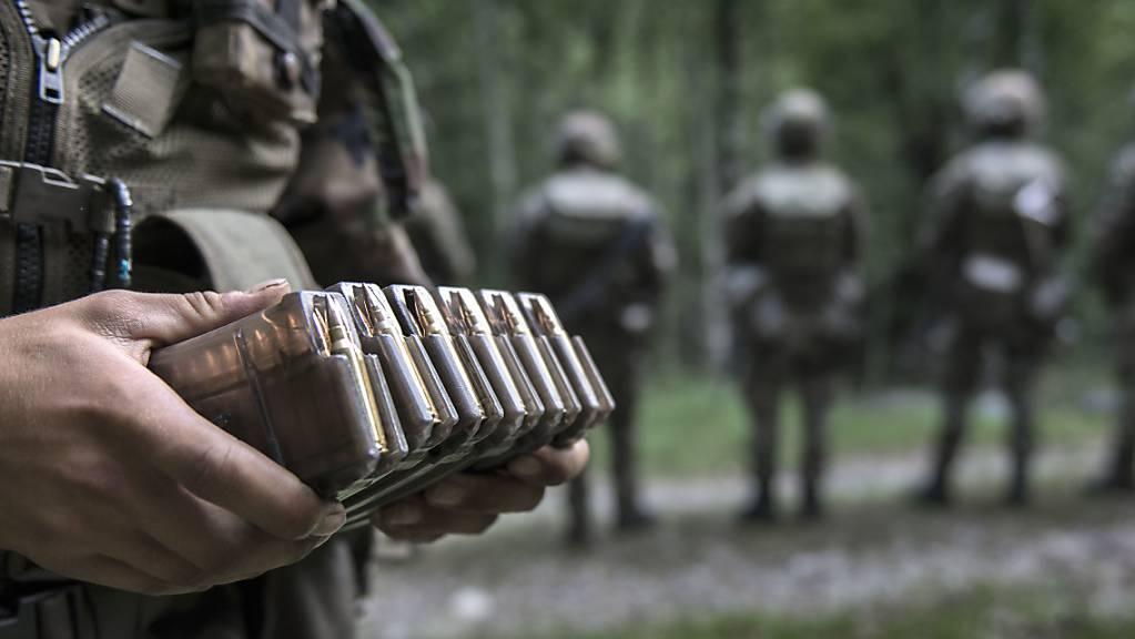 Die Schweizer Armee sagt bis Ende Juni sämtliche Wiederholungskurse ab. (Symbolbild)