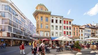 Glasgebäude neben Altstadt-Cluster, die Beiz neben den Trend-Cafés, und bald: Der Randständige neben dem UBS-Banker. Das ist Biel.