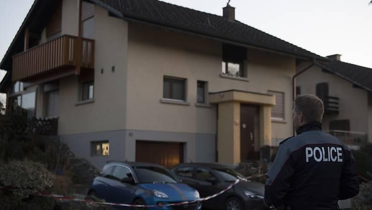 In einem Einfamilienhaus in Suberg wurde 2017 ein Elternpaar getötet. Der Sohn muss sich nun wegen zweifachen Mordes vor Gericht verantworten.