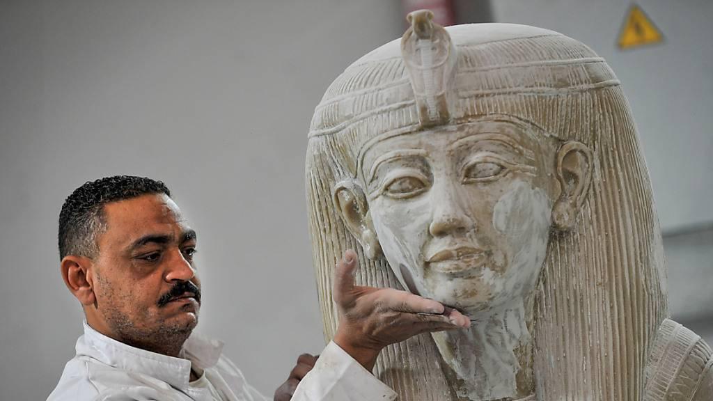 Schmuck und Schätze – Ägyptische Fabrik bildet antike Kunst nach