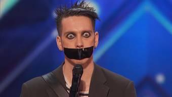 Erst ist er einfach nur gruselig, doch «Tape Face» schafft es, sein Publikum völlig zu begeistern.