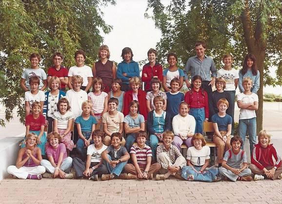 Das sind die Jahrgänger der 70er: Die Villmerger 5. Klassen von Lehrer Wutzeler...