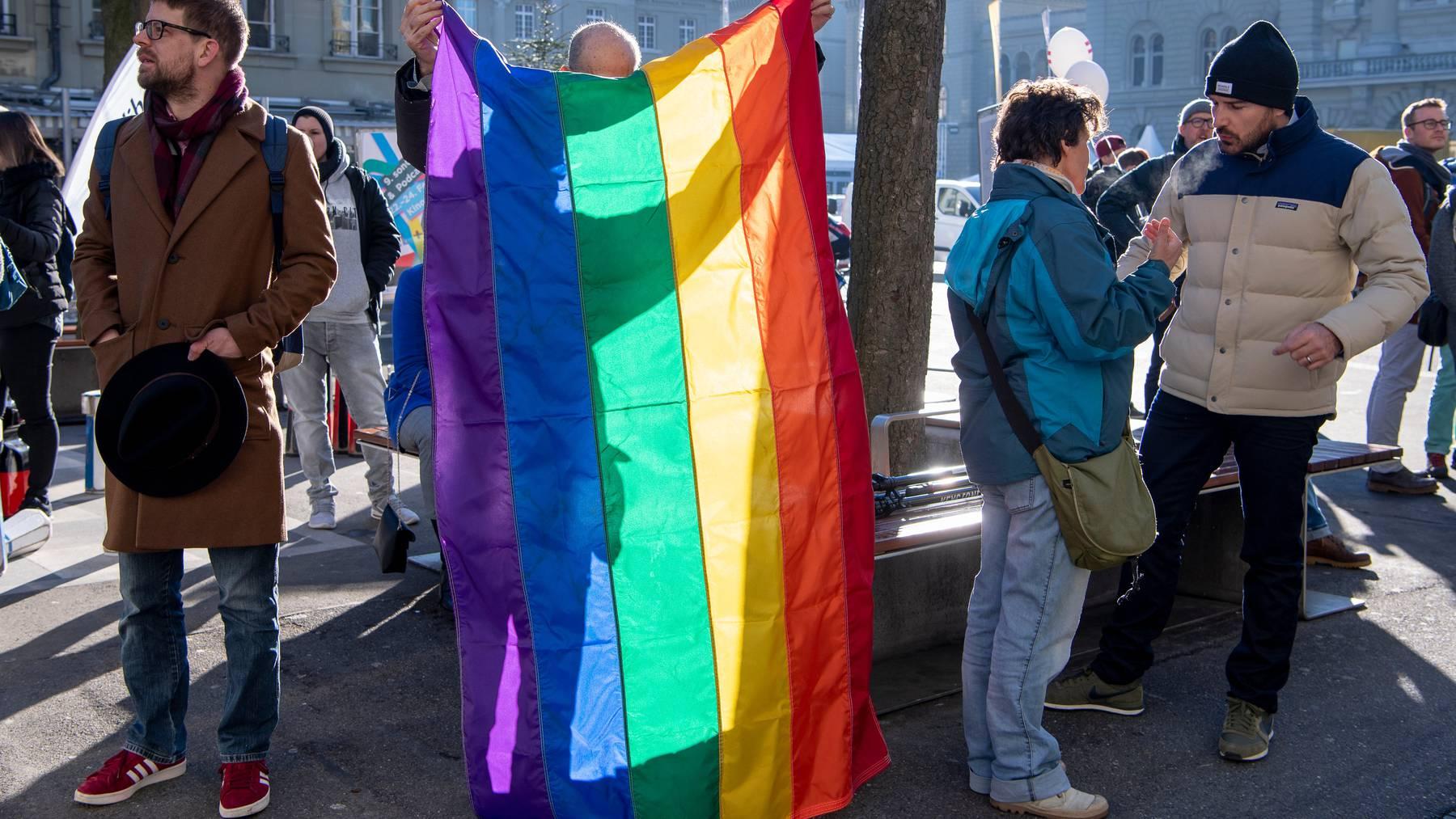 Der Bundesrat ist auf ihrer Seite: Eine Gruppe von Aktivisten engagierte sich am 14. Februar letzten Jahres für die Öffnung der Ehe.