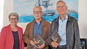Heidi Holdener, Geschäftsführerin Murikultur, Robert Häfner, Präsident des Stiftungsrates Murikultur, und Autor Urs Pilgrim (von links) präsentieren das neue Werk.