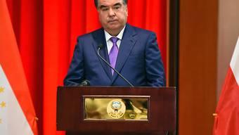 Präsident Emomali Rachmon hat sich in Tadschikistan nach rund 25 Jahren Amtszeit per Referendum einen unbegrenzten Verbleib an der Macht gesichert.