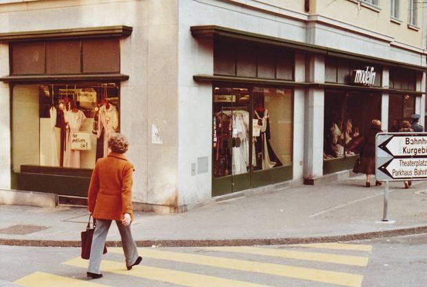 Die Familie Neuenschwander eröffnete ihr Wäschegeschäft 1908 am Schlossbergplatz in Baden. 1976 übernahm es die Familie von Büren. Vor der Jahrtausendwende wechselte der Standort.
