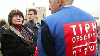 Bundesrätin Micheline Calmy-Rey war 2005 zu Besuch bei TIPH in Hebron.