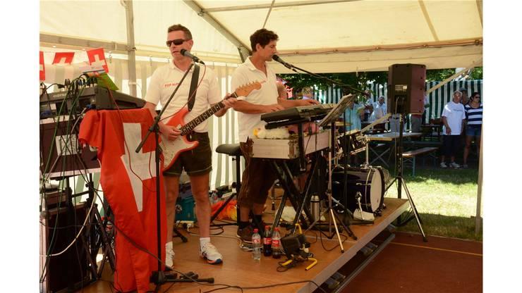 Bergdietikon - Den Schweizerpsalm spielte das Schwarzwälder Trio Pop Alpin souverän.