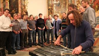 Arthur Schneiter und der Jodlerklub Echo vom Hasenberg bei der Hauptprobe