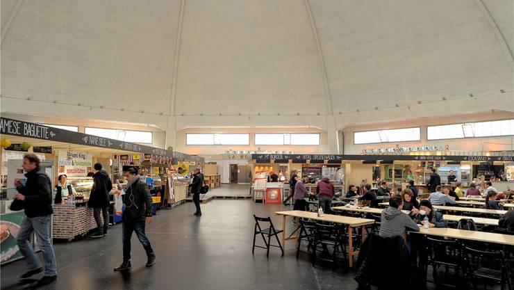 Anstatt Essen dominieren am Samstag Kinderwagen die Markthalle.