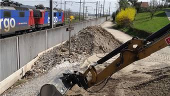 Strasse entlang der Bahnlinie in Münchwilen wird ausgebaut. – Foto: chr