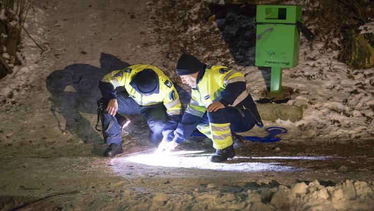 Der Knabe wurde gemäss «Tele M1» beim Aufprall so stark verletzt, dass es mit dem Rettungshelikopter ins Spital geflogen werden musste.
