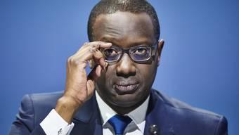 Über Ex-Credit-Suisse-Chef Tidjane Thiam berichteten Schweizer Medien 2020 besonders häufig. Grund dafür waren sein Rücktritt, die Bespitzelungsaffäre und seine Rassismusvorwürfe.