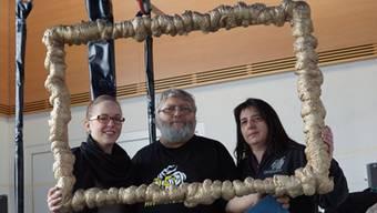 Dorly Schärer und Ruedi Gallmann sind Gründungsmitglieder der Sädelgeischter. Ramona Juchli (ganz links) ist dieses Jahr zum ersten Mal mit dabei.