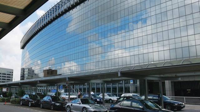 Autos am Flughafen Zürich (Archiv)