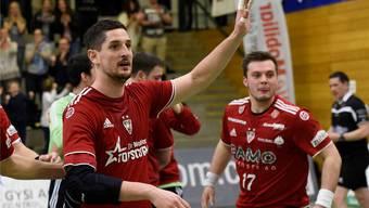 Ljubomir Josic (links) und seine Teamkollegen können vor dem Showdown gegen Stäfa aufatmen. (Archiv)