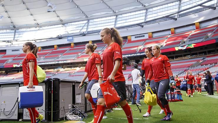 Beim Abschlusstraining am Sonntagabend tauchen die Schweizerinnen erstmals in die Atmosphäre des riesigen BC Place Stadiums ein