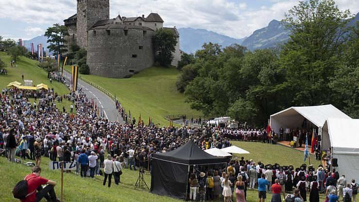 Blick auf Schloss Vaduz am Liechtensteiner Staatsfeiertag, am Donnerstag in Vaduz. Liechtenstein feiert dieses Jahr sein 300-jähriges Bestehen.