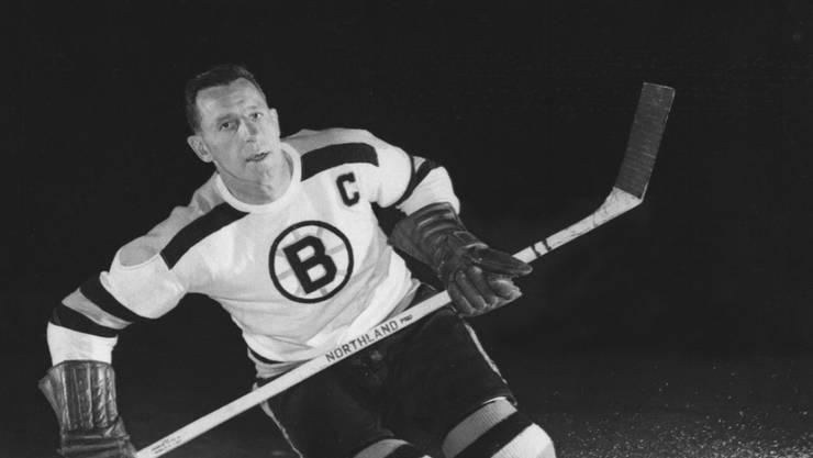 Milt Schmidt, Captain der Boston Bruins, hier auf einem Werbefoto von 1953