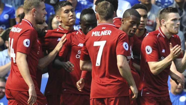 Die Liverpooler jubeln nach dem Führungstor durch Sadio Mané (Mitte, links von Milner)